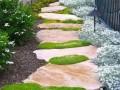 花草与石板的关系——小径